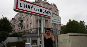 Lyne Davis baise un fan à l'Hay les roses